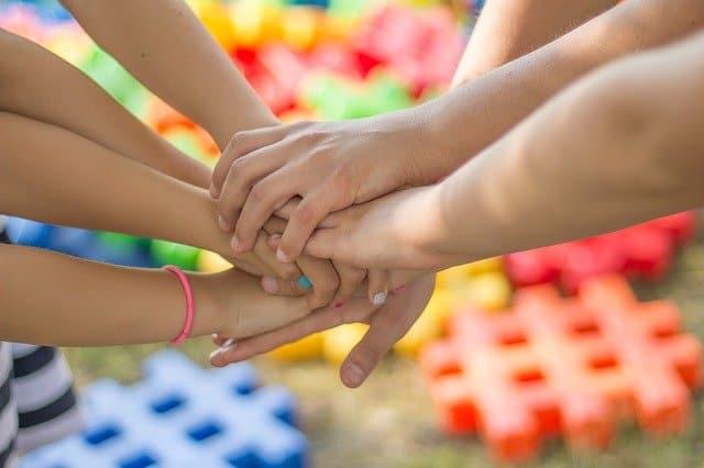 יועצים משפחתיים מסייעים למשפחות לשפר את מערכות היחסים
